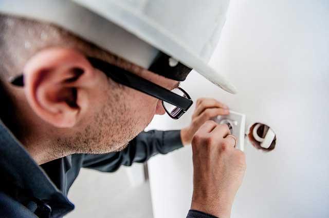 Hintergrundbild für Elektriker / Elektroniker (m/w/d) mit Schwerpunkt Hausinstallation und Sicherheitstechnik