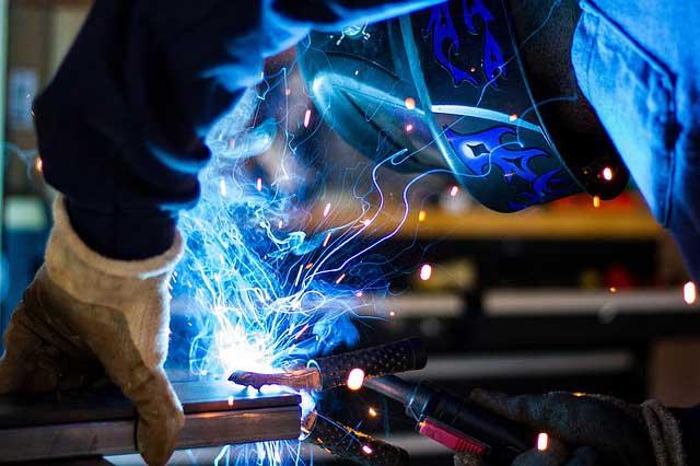 Hintergrundbild für Schweißer (m/w/d) für den Rohrleitungsbau oder Gleisbau