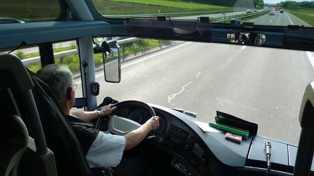 Hintergrundbild für Busfahrer / Fachkraft im Fahrdienst (m/w/d)